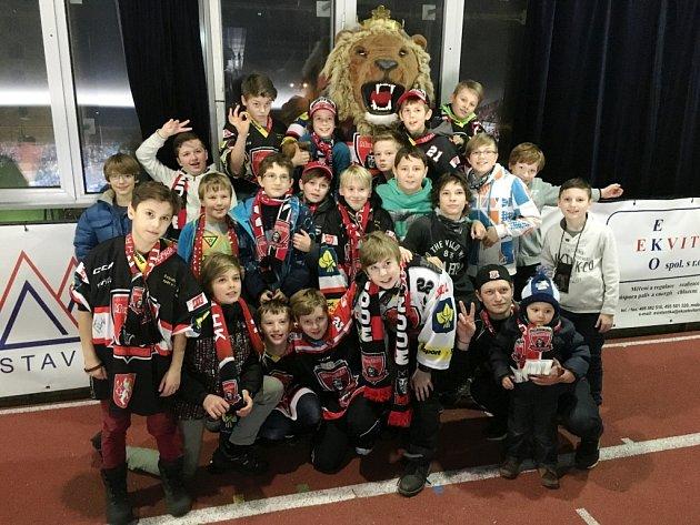 Mladší žáci florbalového FbC Hradec Králové na hokeji.