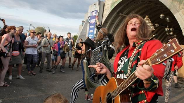 Hudební festival Rock for People na letišti v Hradci Králové.