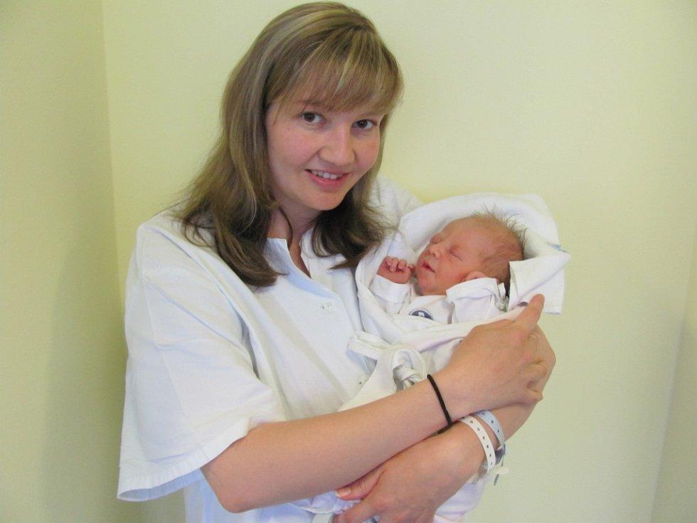 SABINA KUDLÁČKOVÁ se narodila 12. 4.v 19.57 h. Měřila 49 cm a vážila 3170 g. Potěšila rodiče Markétu a Jiřího ze Štěpánova a bráchu Kubu.