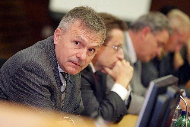 Miroslav Zavoral (na snímku), místopředseda České gastroenterologické společnosti, společně s dalšími odborníky představil  29. října 2009 v Hradci Králové celorepublikový projekt nazvaný Zastavme kolorektální karcinom.