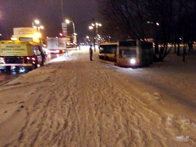 Havarovaný autobus MHD vHradci Králové.