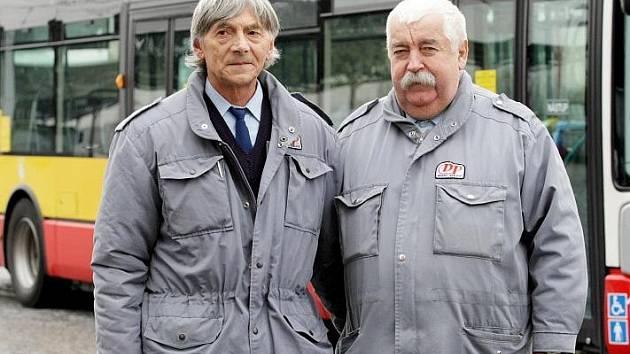 Dva miliony kilometrů bez nehody ujeté za volantem autobusu nebo trolejbusu v hustém městském provozu zvládli řidiči Václav Špina a František Židuljak.