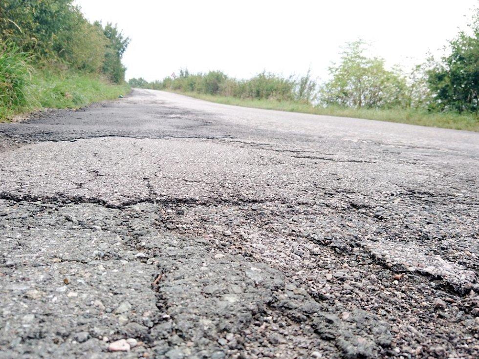 Z oprav silnic na Královéhradecku.