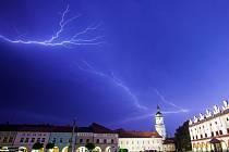 Bouře nad náměstím v Novém Městě nad Metují.