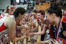 Ženská basketbalová liga - 5. zápas o 3. místo: Sokol Hradec Králové - Kara Trutnov.