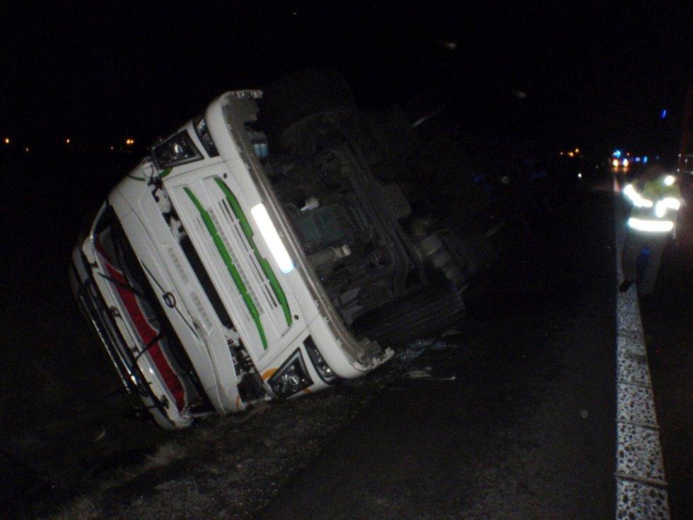 Havárie kamionu v Hradci Králové.