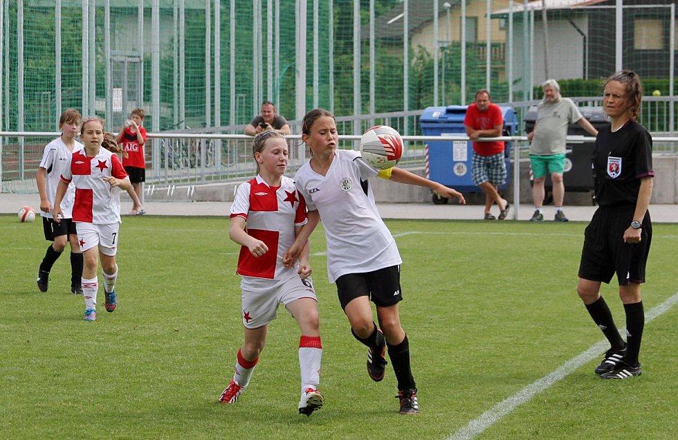 Finálové klání mistrovství České republiky dívčích fotbalových přípravek v areálu SCM Bavlna v Hradci Králové.