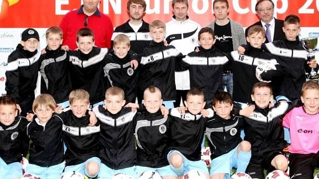 Vítězné mužstvo – hráči FC Hradec Králové 2004.
