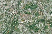 Letecký záběr města Hradec Králové z roku 2008 (léto).