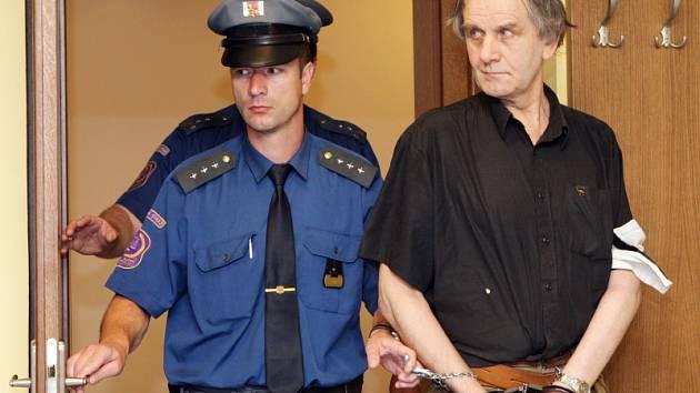 Soud s Emilem Pokorným obviněným z pohlavního zneužívání nezletilých.