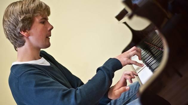 Matyáš Novák, pianista a dirigent.