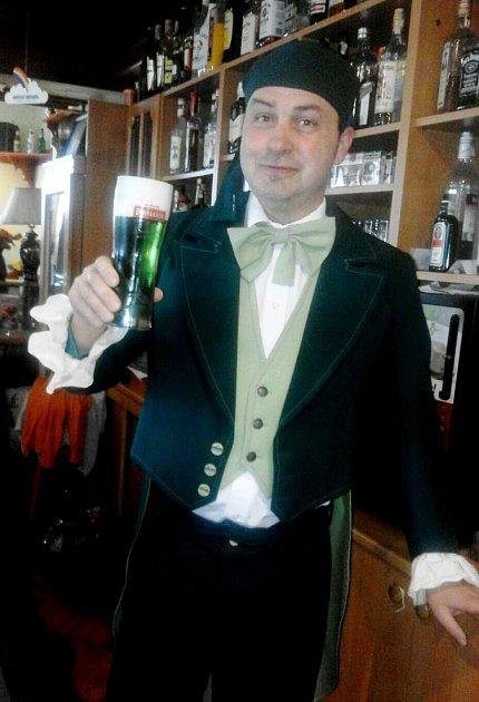 Zelené pivo vtěchto dnech točí ivRestauraci UBartošů vOtovicích.