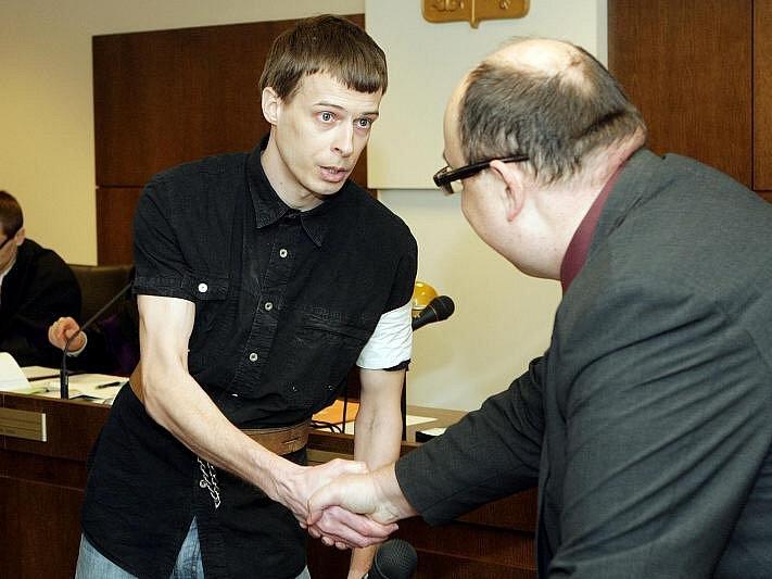 Trest odnětí svobody na deset až patnáct let hrozí devětadvacetiletému Miloši Homolkovi, který u krajského soudu 8. února vyslechl obžalobu ze zpáchání vraždy.