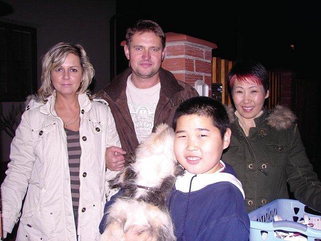 Mongolská rodina paní Tsatsetseg prožila spolu s moderátorkou projektu a sousedem jedno příjemné podzimní odpoledne.