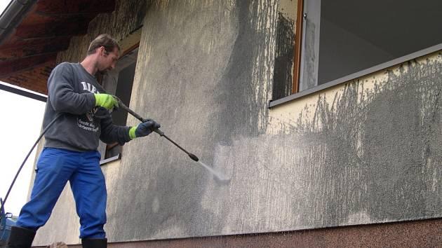 Vandal poničil dům