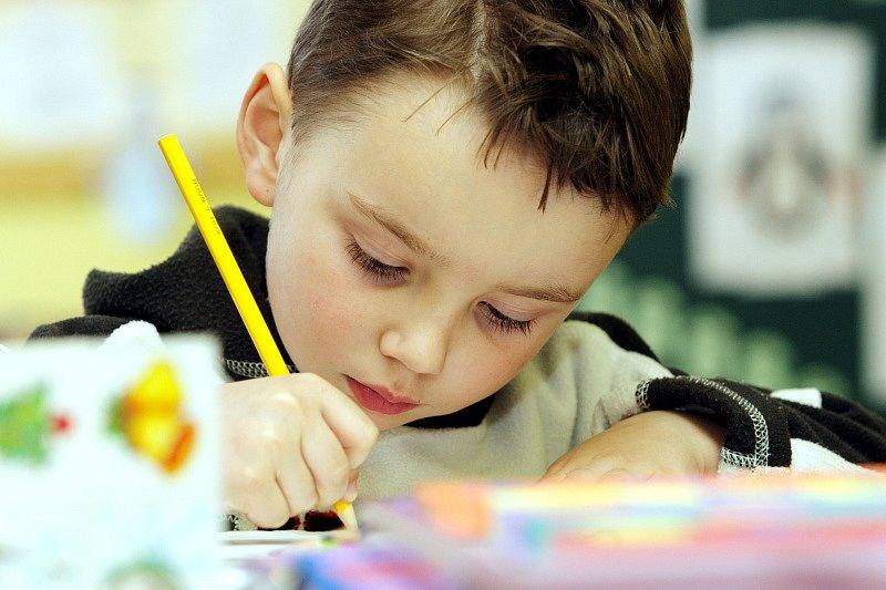 Zápis do školy je pro každé dítě zážitkem, protože musí prokázat, že je na školu připraveno. U škol zřizovaných městem Hradec Králové mohou děti k zápisu v sobotu naposledy.