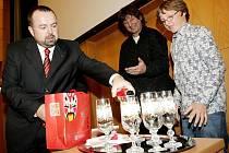 Klenoty české hudby se jmenuje nové album, které v aule hradecké univerzity pokřtil 27. října 2010 chlapecký sbor Boni Pueri.