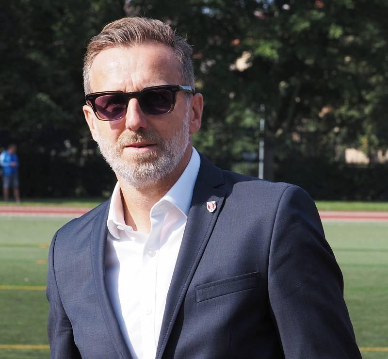 V HRADCI KRÁLOVÉ bývalý reprezentant Karel Poborský slavnostně otevřel fotbalovou akademii.