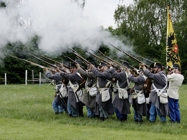 Vojenské C. k. manévry na Chlumu.