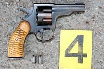 Zajištěná krátká střelná zbraň.