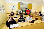 Vyhodit do vzduchu nenáviděné spolužáky a pak si vzít život. To byl ďábelský plán studenta gymnázia v Novém Bydžově na Hradecku. Plánovaný masakr naštěstí včas překazili kriminalisté.