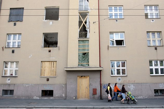 Zničený dům po výbuchu plynu ve Střelecké ulici v centru Hradce Králové.