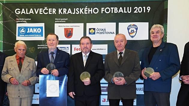 Cenu J. Modřického získal Miroslav Přibyl (uprostřed).