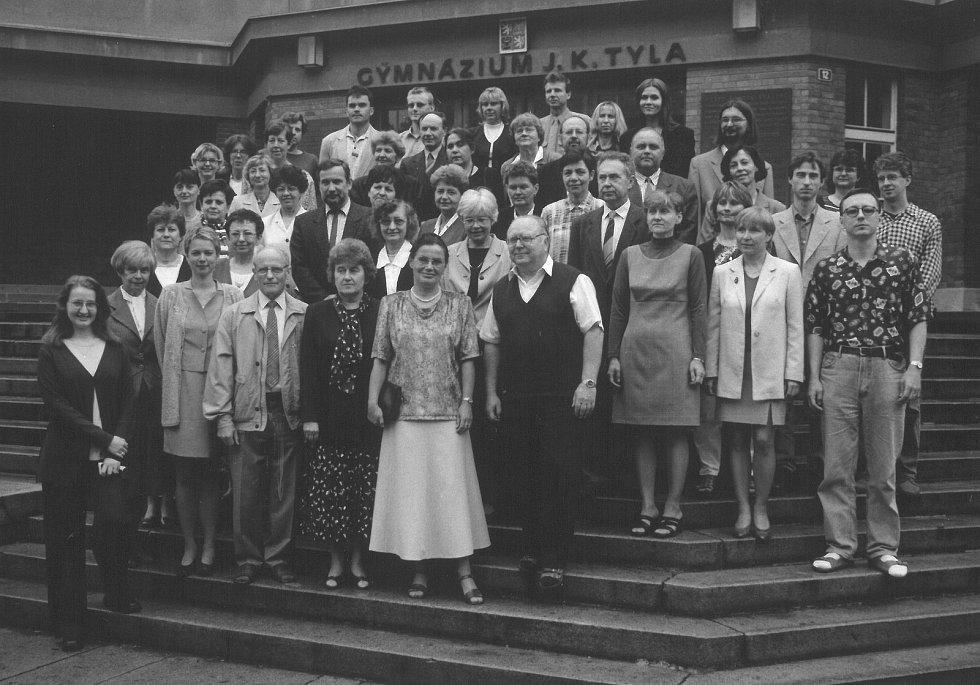 Pedagogický sbor v 90. letech.Zdroj: archiv gymnázia