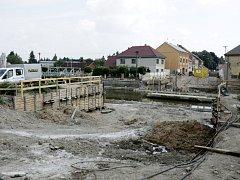 Přestavba mostu v Chlumci nad Cidlinou.