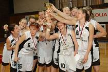 Vítězný tým hradeckých basketbalových dorostenek