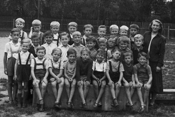 Když jsme šli tenkrát do školy… Vroce 1953… (Oldřich Suchoradský).