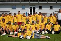PĚTADVACET MLADÝCH FOTBALISTŮ se zúčastnilo přípravného fotbalového kempu v areálu a okolí třebechovického hřiště.