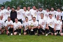VÍTĚZOVÉ okresního přeboru 2009/10 na Hradecku z AFK Probluz si zahrají krajskou soutěž po dlouhých padesáti letech.