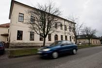 Možnost parkování u školy v Praskačce.