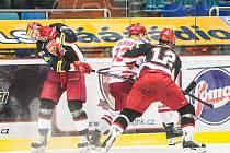 Hokejová extraliga: Mountfield HK - HC Oceláři Třinec.