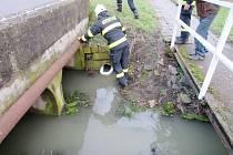 Únik nafty do potoka v Libranticích.