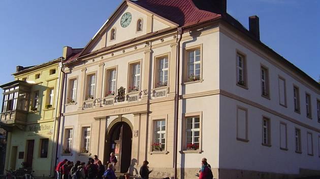 Start  Katovské třicítky před stárkovskou radnicí