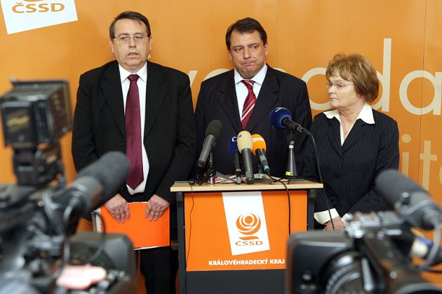 Jednání ČSSD v Hradci Králové. Lubomír Franc, Jiří Paroubek, Hana Orgoníková.