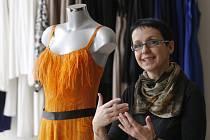 Módní návrhářka Jitka Šedová ve svém salonu.