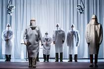 Představení hradeckého Klicperova divadla Unisex v režii Davida Drábka.