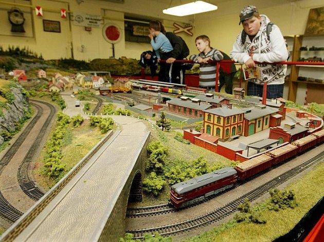 Bývalý sklad civilní obrany na hradeckém hlavním nádraží se stal rájem milovníků železničních modelů.