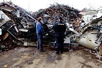 Policie při kontrole výkupny kovů na Hradecku.