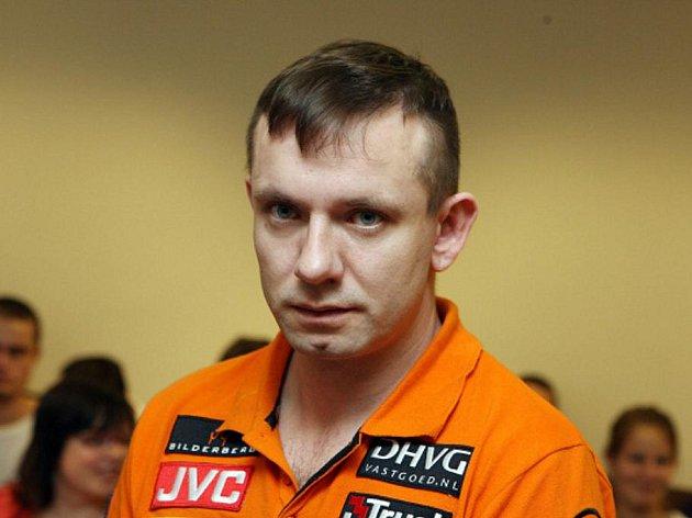 Strach o matku dítěte a velký stres byly prý důvody, proč dvaatřicetiletý Petr Vašina udeřil do obličeje patnáctiměsíčního chlapečka. Ublížit mu údajně nechtěl. Hoch je nyní v dětském domově.