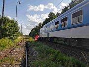 Tragický střet auta s vlakem v Černožicích nepřežily čtyři osoby.