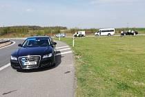 Čtrnáct řidičů, kteří za jízdy telefonovali, odhalila dopravně-bezpečnostní akce na dálnici D11, při níž se policisté zaměřili hlavně na hříšníky, kteří se za volantem nevěnují řízení.