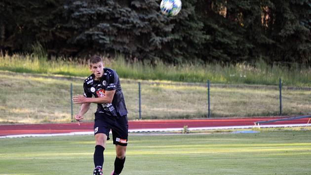 Hradecký fotbalista Jan Mejdr během utkání ve Varnsdorfu.