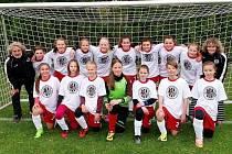 Fotbalové mladší žákyně FC Hradec Králové.