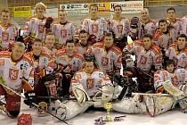 Hokejoví junioři HC VCES Hradec Králové na turnaji.