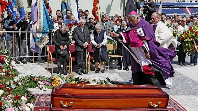 Pohřeb arcibiskupa Karla Otčenáška