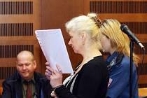 Larysa Anatolijivna Sarabunová před Krajským soudem v Hradci Králové.